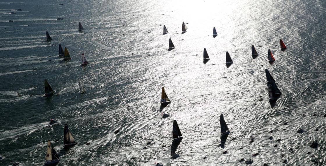 レースは2016年11月6日にフランス・ヴァンデ県・「レ・サーブル・ドロンヌ」からスタートし、約80日間(約2,000時間)かけて単独無寄港無補給で世界一周し、再びゴール地となる「レ・サーブル・ドロンヌ」を目指す。たった独りで全長60フィート(約18メートル)の外洋レース艇に乗り、南半球1周およそ2万6,000マイル(約4万8,000キロメートル)の航程を帆走。