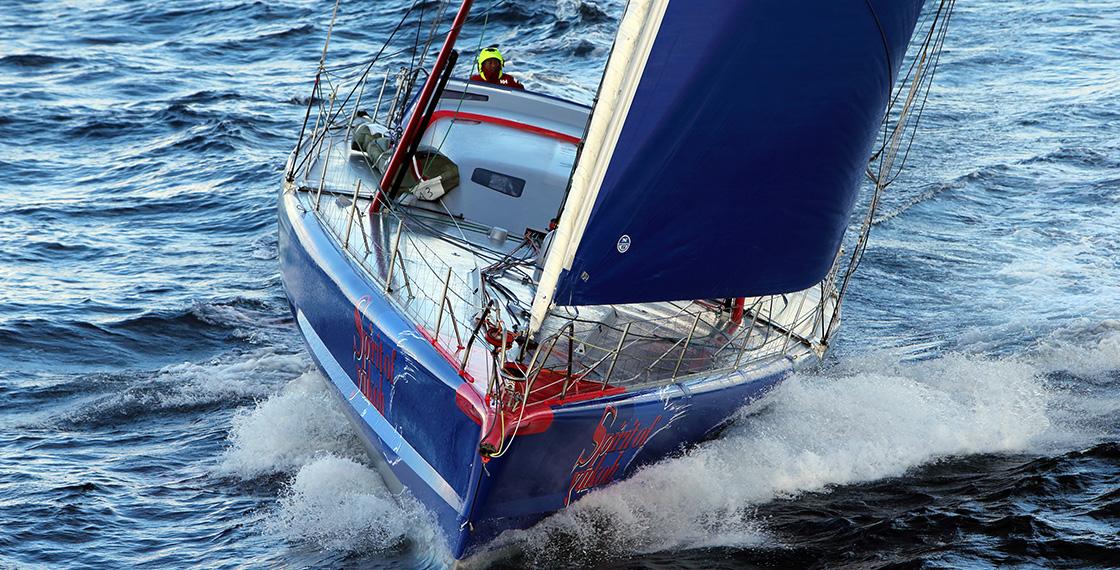 第8回「ヴァンデ・グローブ」では、スタートから約1カ月後の12月4日南アフリカ・ケープタウン沖でマストが突然折れるアクシデントが発生し、レース続行が不可能に。無念のリタイアを表明した。現在、2020年11月に開催される第9回大会への出場・初完走を目指している。